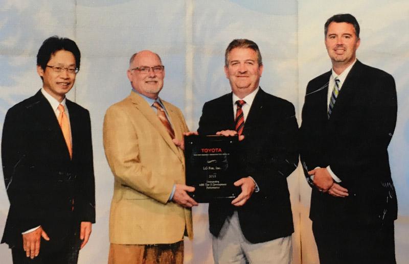 LG Fox receiving award