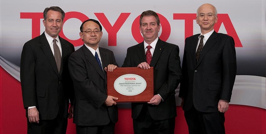 LG Fox receiving TEMA award